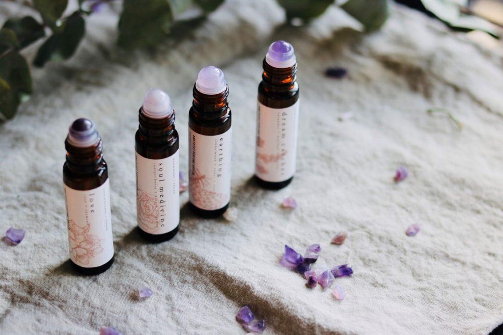 Natuurlijke parfum rollers met amethist en essentiele olie by Good Vibe & Co.